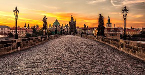 800px-Prague_sunrise_(8099151633)